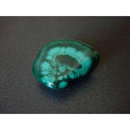 Malachit – kamień bębnowany 1 x 1,5 cm