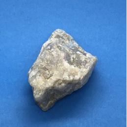 Kamień księżycowy - surowy 65 x 40 x 30 mm waga 97 g