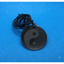 Wisiorek z szungitu - okrągły, grawer Jing-Jang - 40 mm